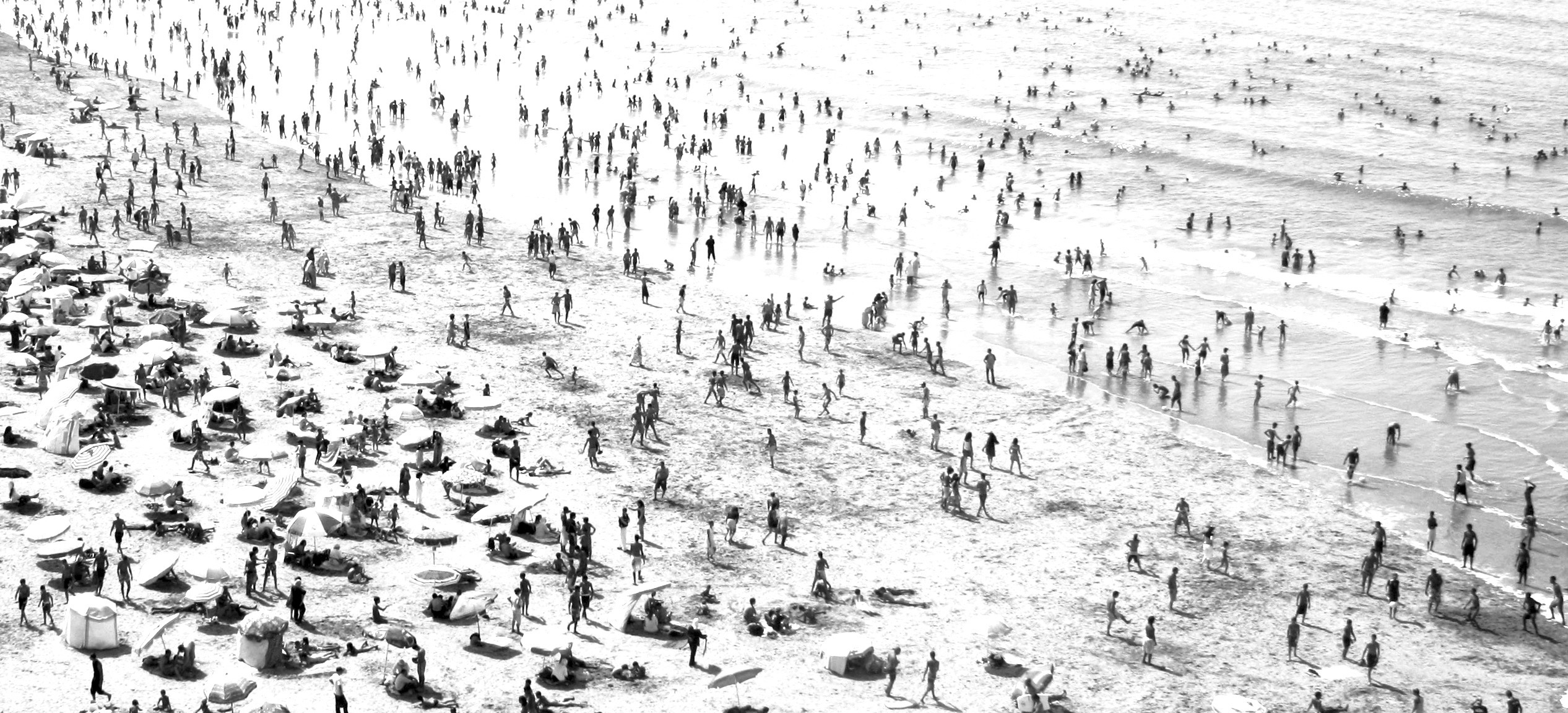 3_Crowded_Beach_Rabat_Morocco_2009